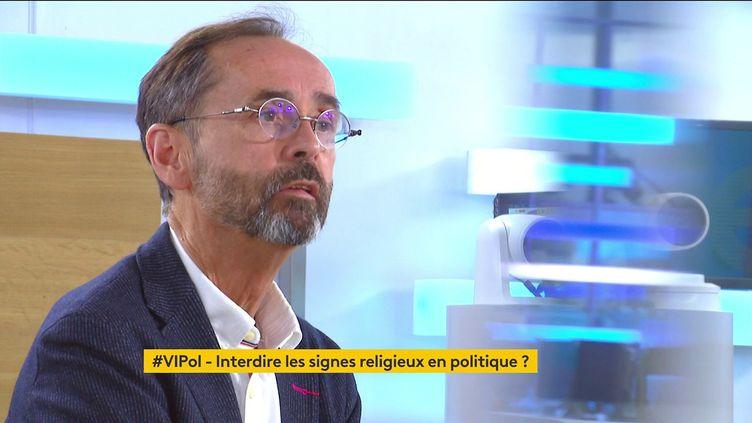 """Candidate LREM voilée à Montpellier : """"Je ne mets pas sur le même plan les différentes religions"""", estime Robert Ménard (FRANCEINFO)"""