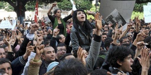 Manifestation à Tunis le 14 janvier 2011, le jour de la fuite de Ben Ali (AFP - FETHI BELAID )