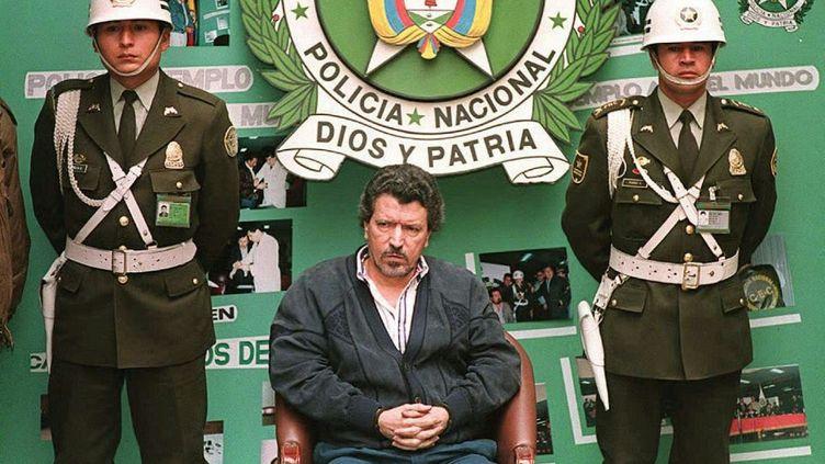 Unbaron de la drogue du cartel de Cali, Miguel Rodriguez Orejuela, présenté à la presse à Bogota après avoir été arrêté, le 6 août 1995. (PEDRO UGARTE / AFP)