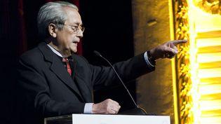 """Jacques Vergès lors d'une conférence intitulée """"la passion de défendre"""", le 9 décembre 2010 à Liège, en Belgique. (NICOLAS LAMBERT / BELGA / AFP)"""