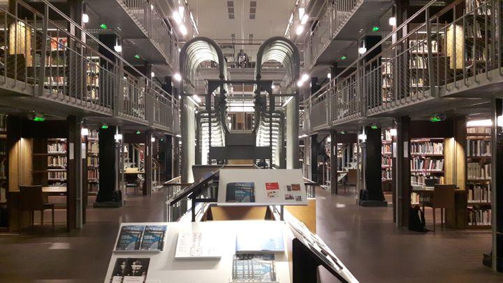 Pour la première fois de son histoire, le magasin central va être accessible aux lecteurs, sur trois niveaux avec une soixantaine de places de lecture dans les allées centrales. (ANNE CHEPEAU / RADIO FRANCE)