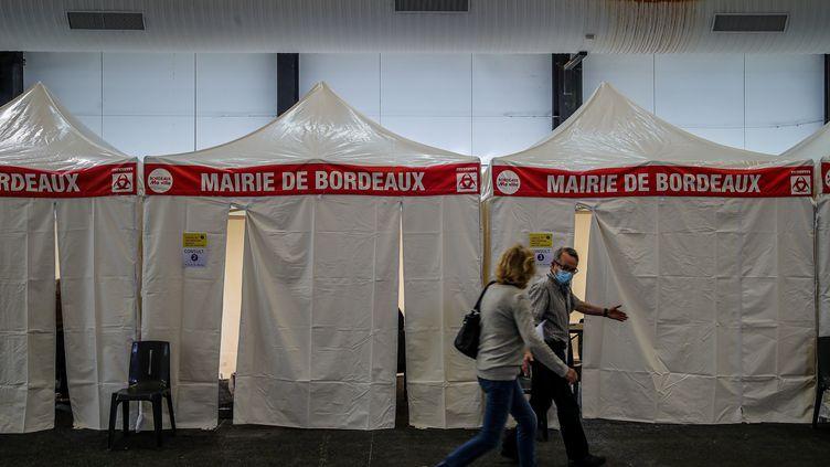 Le vaccinodrome du parc des Expositions de Bordeaux, le 20 avril 2021. (GUILLAUME BONNAUD / MAXPPP)