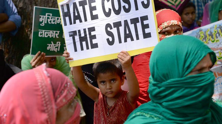 Les dalits, anciens intouchables, sont encore très discriminés dans la société indienne. Ici en juin à New Delhi, lors d'une manifestation contre les violences et les discriminations. (SAJJAD HUSSAIN / AFP)
