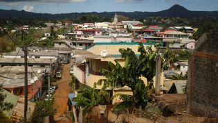 Point de vue de la ville de Tsingoni, à Mayotte, le 14 septembre 2019. (ALI AL-DAHER / AFP)