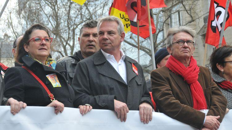 Thierry Lepaon, secrétaire général de la CGT, et Jean-Claude Mailly, le leader de FO, ont pris la tête de la manifestation conter le pacte de responsabilité à Paris, el 18 mars 2014 (CITIZENSIDE / YANN KORBI / AFP)