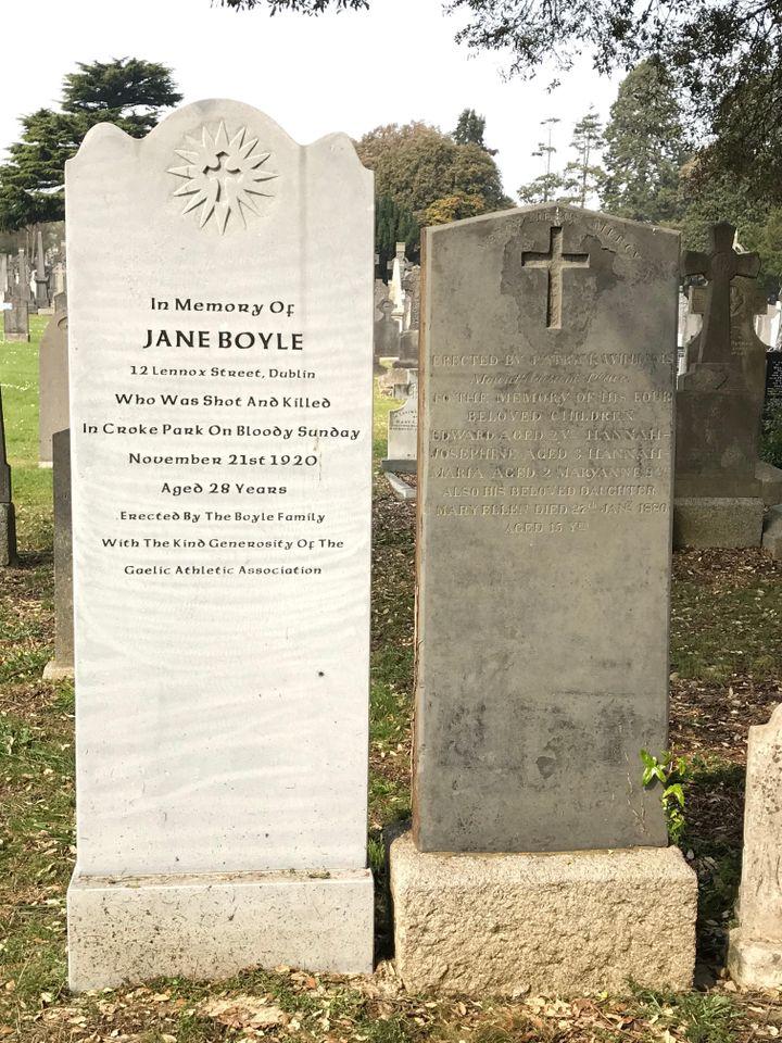 Des tombes de victimes du Bloody Sunday à Croke Park, au cimetière de Glasnevin (Dublin)