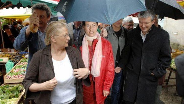 Ségolène Royal (au centre) et Olivier Falorni (à droite) en 2007 (XAVIER LEOTY / AFP)