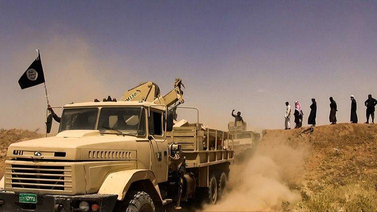 Des membres présumés du groupe Etat islamique dans la région de Hassaké (Syrie), image diffusée sur Twitter le 9 juin 2014. (ALBARAKA NEWS / AFP)