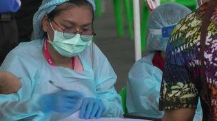 Covid-19 : la Thaïlande touchée de plein fouet par la pandémie (France 2)