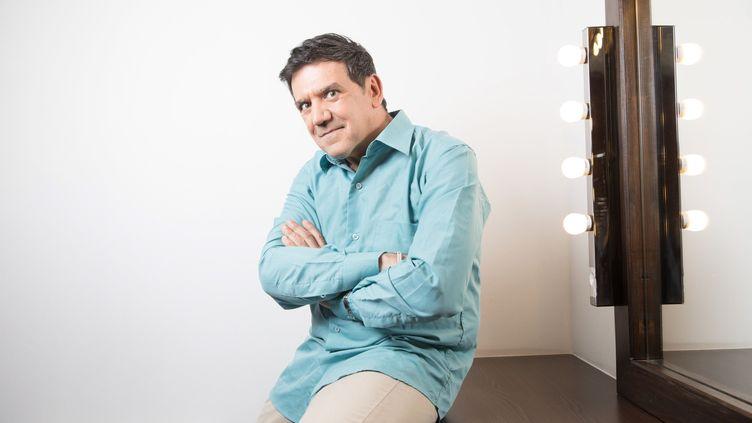 "Christian Quesada, grand gagnant des ""12 Coups de midi"" sur TF1, pose à Paris, le 28 novembre 2017. (MAXPPP)"