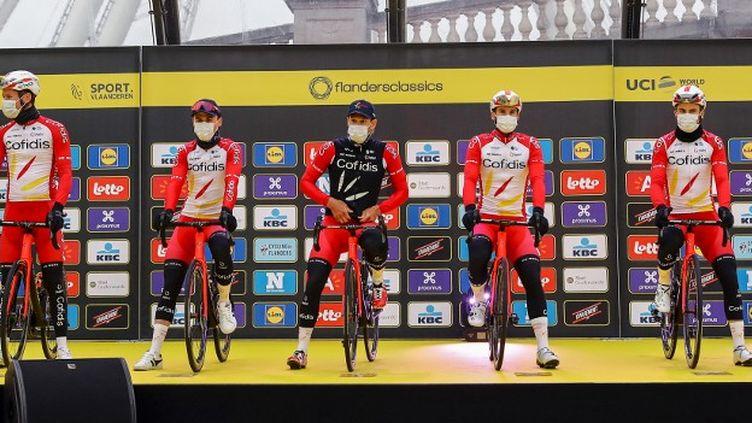 L'équipe Cofidis avant le début de la 105e édition du Tour des Flandres, le 4 avril 2021. (DAVID PINTENS / BELGA)