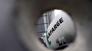 Le logo du groupe français Lafarge, à Paris, le 7 avril 2014. (FRANCK FIFE / AFP)