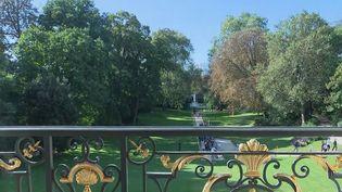 Les journées européennes du patrimoine ont débuté. Samedi 18 septembre, de nombreux Français ont notamment pu visiter le palais de l'Élysée.  (CAPTURE ECRAN FRANCE 2)
