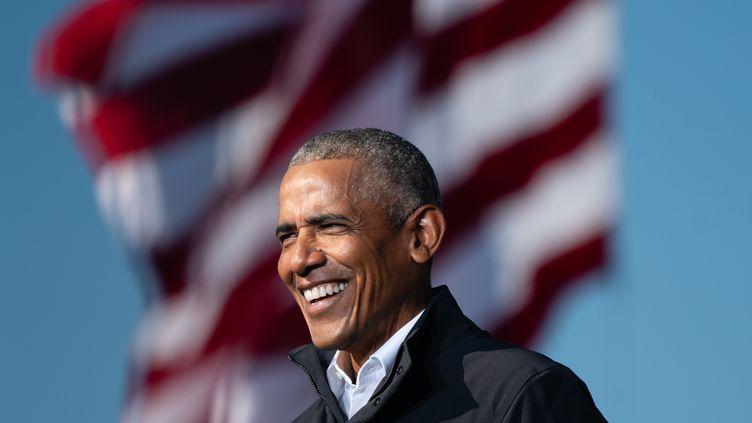 L'ancien président des Etats-Unis, Barack Obama, le 2 novembre 2020 à Atlanta, lors d'un meeting de soutien à Joe Biden. (ELIJAH NOUVELAGE / AFP)