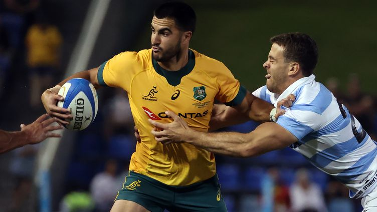 L'Australien Tom Wright rattrapé par l'Argentin Emiliano Boffelli  (DAVID GRAY / AFP)