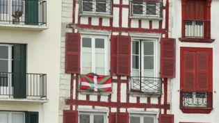 Un indépendantiste qui a participé à la lutte armée et une victime ont accepté de se rencontrer et de se parler, alors que l'organisation séparatiste basque a annoncé sa dissolution. (France 3)