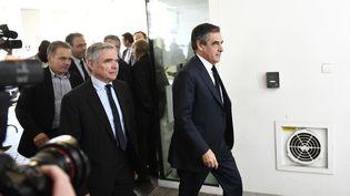 François Fillon arrive au siège des Républicains, lundi 24 avril 2017 à Paris. (MARTIN BUREAU / AFP)