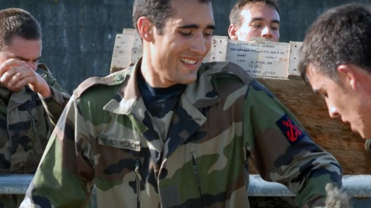 Martin Fourcade lors d'un entraînement avec les soldats de l'armée de terre. (capture d'écran vidéo armée de terre)