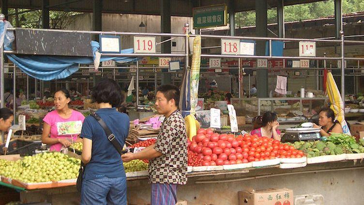 Marché de la ville de Wuhan, en Chine. (Crédits Photo : WikimediaCommons / Vmenkov)