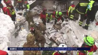 Les secouristes cherchent des survivants dans l'hôtel enseveli sous la neige. (FRANCE 3)