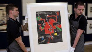 """Un tableau de Joan Miró, """"Son Abrines"""", aux enchères à Christie's pour aider les réfugiés, à Londres (17 mai 2016)  (Justin Tallis / AFP)"""