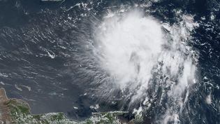 La tempête tropicale Dorian approchant des Caraïbes, le 27 août 2019, sur une image satellite de l'Agence américaine d'observation océanique et atmosphérique. (NOAA / RAMMB / AFP)