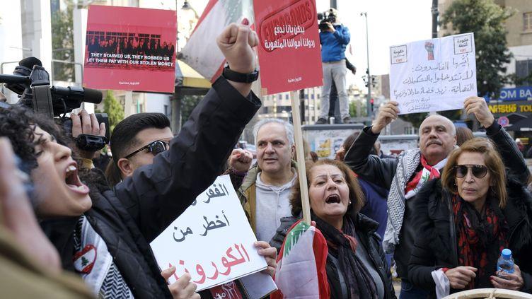 Une manifestation contre le gouvernement sur la place Sassine à Beyrouth (Liban), le 22 février 2020. (GIACOMO ITALIANO / MAXPPP)