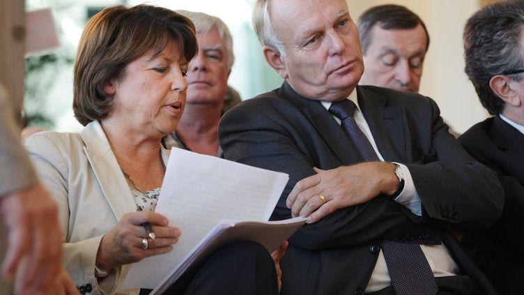 Martine Aubry et Jean-Marc Ayrault, le 22 septembre 2010 à Pau. (THIERRY SUIRE / AFP)