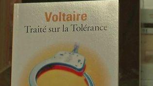 """Le """"Traité sur la Tolérance"""" de Voltaire. (CAPTURE D'ÉCRAN FRANCE 3)"""