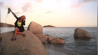 """Dans ce cliché intitulé """"Secrétaire"""", Emilie Raffali se moque d'un stéréotype qui porte à croire que les corses sont fainéants et travaillent à la plage  (Emilie Raffalli)"""