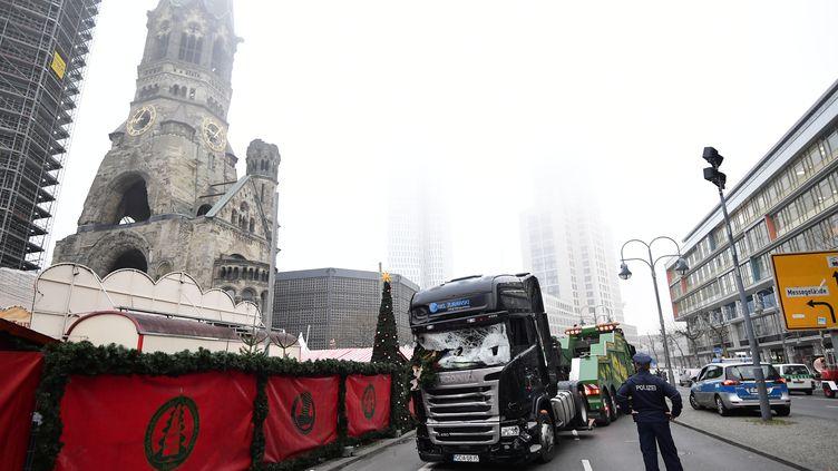 Arrêté et présenté un temps comme l'auteur présumé de l'attaque au camion-bélier à Berlin, le demandeur d'asile pakistanais a été relâché mardi 20 décembre 2016 par la police allemande. (TOBIAS SCHWARZ / AFP)