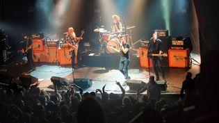 Le groupe Eagles of Death Metal sur la scène du Bataclan le 13 novembre  (Marion Ruszniewski / Rock&Folk / AFP)