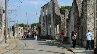La rue principale de l'ancien village d'Oradour-sur-Glane (Haute-Vienne), le 30 août 2013. (THIERRY ZOCCOLAN / AFP)