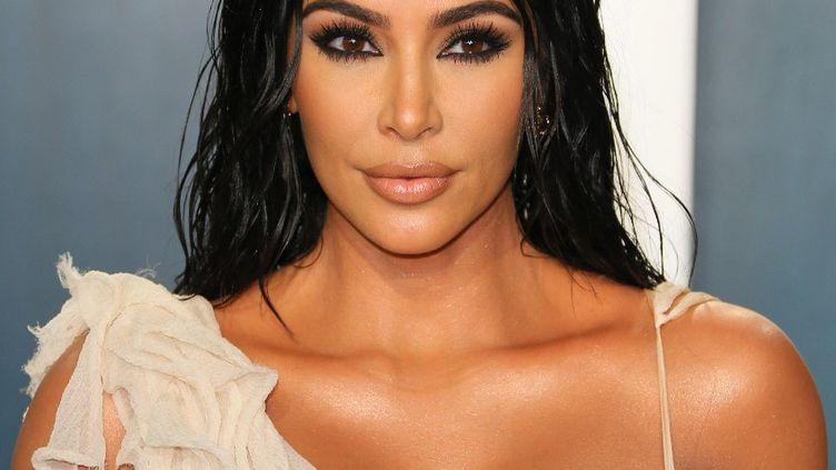 """Kim Kardashian à Los Angeles (Californie), le 9 février 2020, lors de la fête de """" Vanity Fair"""" pour les Oscar. (FPA / FULL PICTURE AGENCY / AFP)"""
