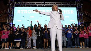 La candidate démocrate à la présidentielle américaine, Hillary Clinton, lors du troisième et dernier débat de la campagne, mercredi 19 octobre 2016. (JUSTIN SULLIVAN / GETTY IMAGES NORTH AMERICA / AFP)