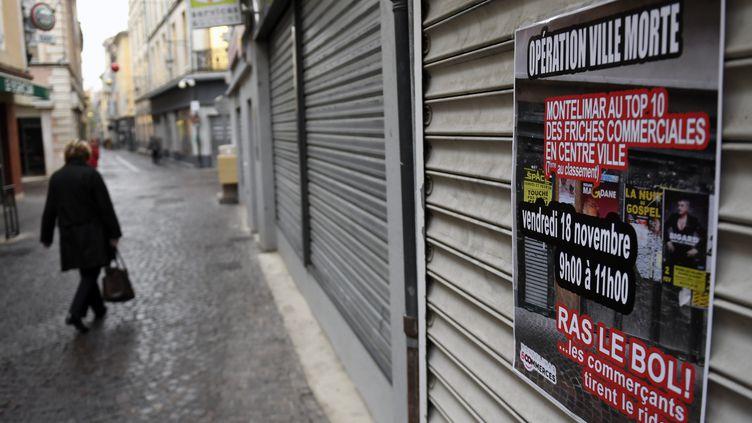 Opération ville morte organisée par des commerçants de Montélimar (Drôme) qui se plaignent de la désertification du centre-ville, le 18 novembre 2016. (PHILIPPE DESMAZES / AFP)