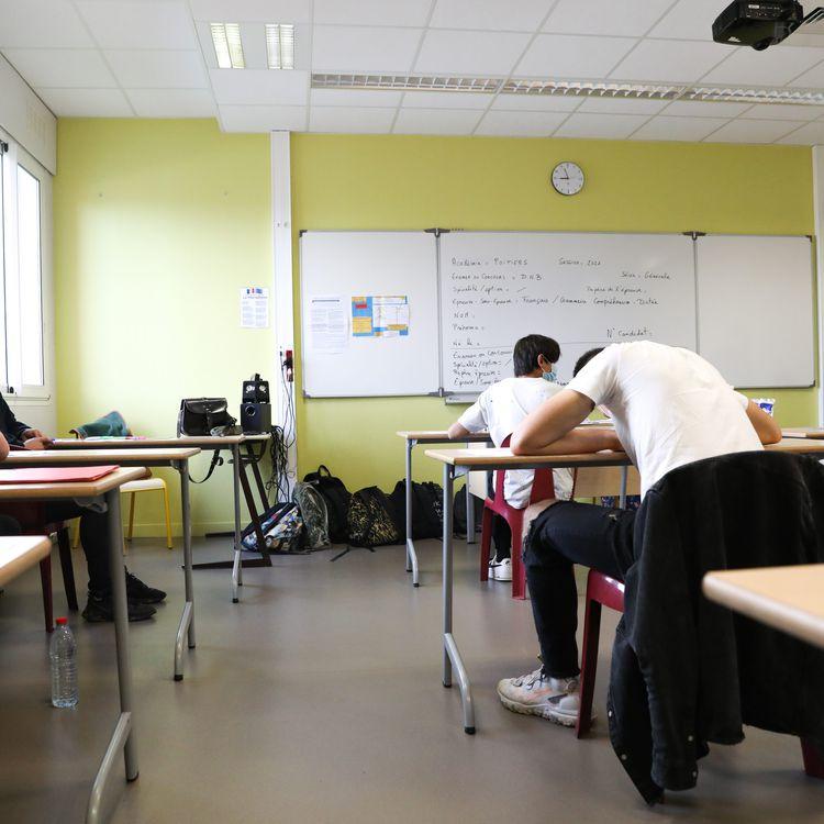 Des collégiens passent l'épreuve de français du diplôme national du brevet, le 28 juin 2021, à Neuville-du-Poitou (Vienne). (MAXPPP)