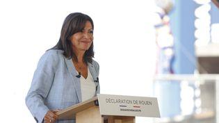 La maire de Paris, Anne Hidalgo, lors de l'annonce de sa candidature à la présidentielle 2022, le 12 septembre 2021 à Rouen (Seine-Maritime). (THOMAS SAMSON / AFP)