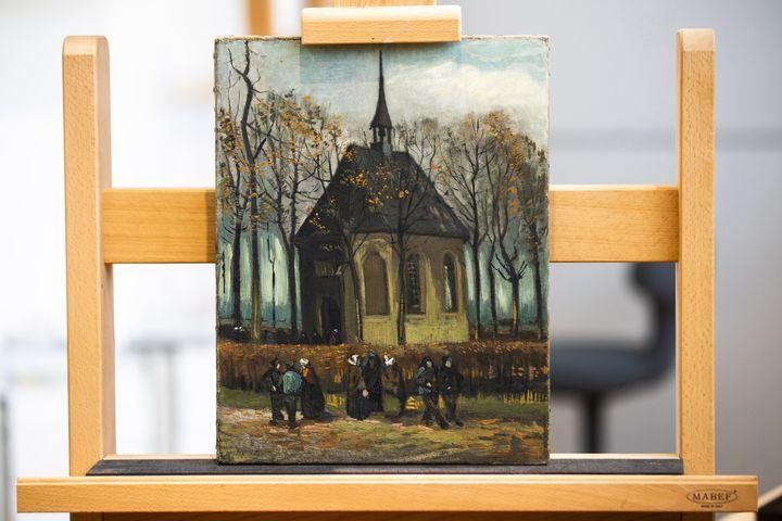 """""""Sortie de l'église réformée de Nuenen"""" (1884-1885) du peintre néerlandais Vincent Van Gogh (JEROEN JUMELET / ANP)"""