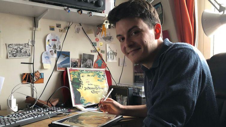 Paul Bessis au travail chez lui à Neuilly  (JULES BOUDIER/CULTUREBOX)