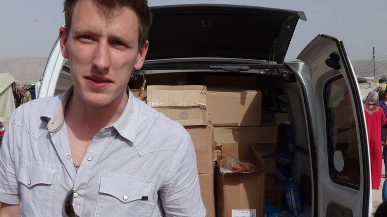 L'humanitaire américain Peter Kassig à la frontière syrienne entre fin 2012 et l'automne 2013. (KASSIG FAMILY / AFP)