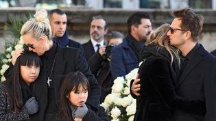 Laeticia et ses filles, Laura et david le 9 décembre 2017  (ludovic MARIN / POOL / AFP)
