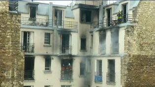 L'hypothèse selon laquelle il y aurait encore des victimes dans les décombres de l'incendie survenu à Paris n'est toujours pas écartée par les secours. (FRANCE 2)