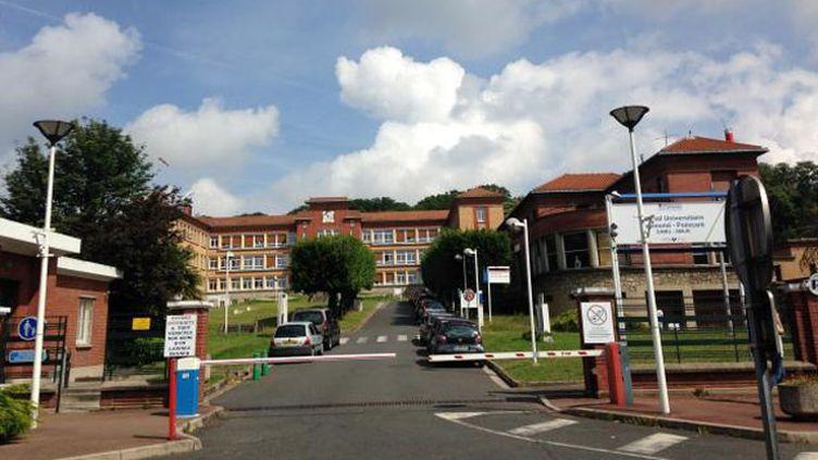(L'entrée de l'hôpital de Garches dans les Hauts-de-Seine © RF-Bruno Rougier)