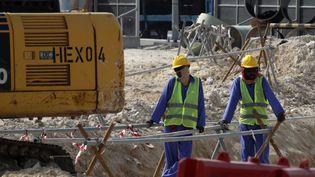 Des ouvriers participent au chantier du prochain stade international Khalifa à Doha (Qatar), le 17 novembre 2018. (AFP)