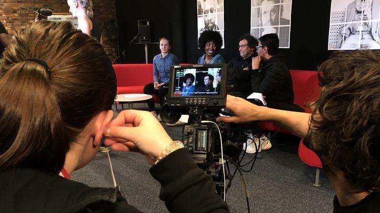 Les collégiens à la bibliothèque Robert Desnos, Montreuil, avec Amandine Gay et Ahmed Kaouaz, Festival Hors Limites, avril 2019  (Laurence Houot / Culturebox)