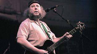 Peter Green, co-fondateur de Fleetwood Mac à la fin des années 60, ici sur scène le 4 novembre 1996 au Club Paradiso d'Amsterdam (Pays-Bas). (FRANS SCHELLEKENS / REDFERNS / GETTY)