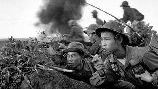 1970. L'équipe radio d'un groupe d'assaut de l'armée nord-vietnamienne lors de l'offensive sur la ville de Quang Tri (détail)  (Doan Công Tinh)