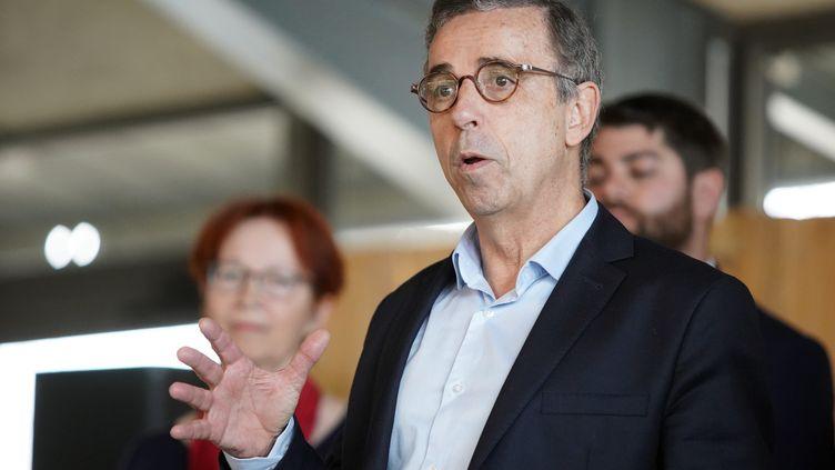Pierre Hurmic, candidat à la mairie de Bordeaux présentait sa liste Bordeaux Respire !aux Chantiers de la Garonne, le 24 février 2020. (JEAN MAURICE CHACUN / MAXPPP)
