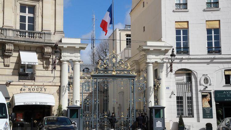 L'entrée de ministère de l'Intérieur à Paris le 13 mars 2020. (LUDOVIC MARIN / AFP)